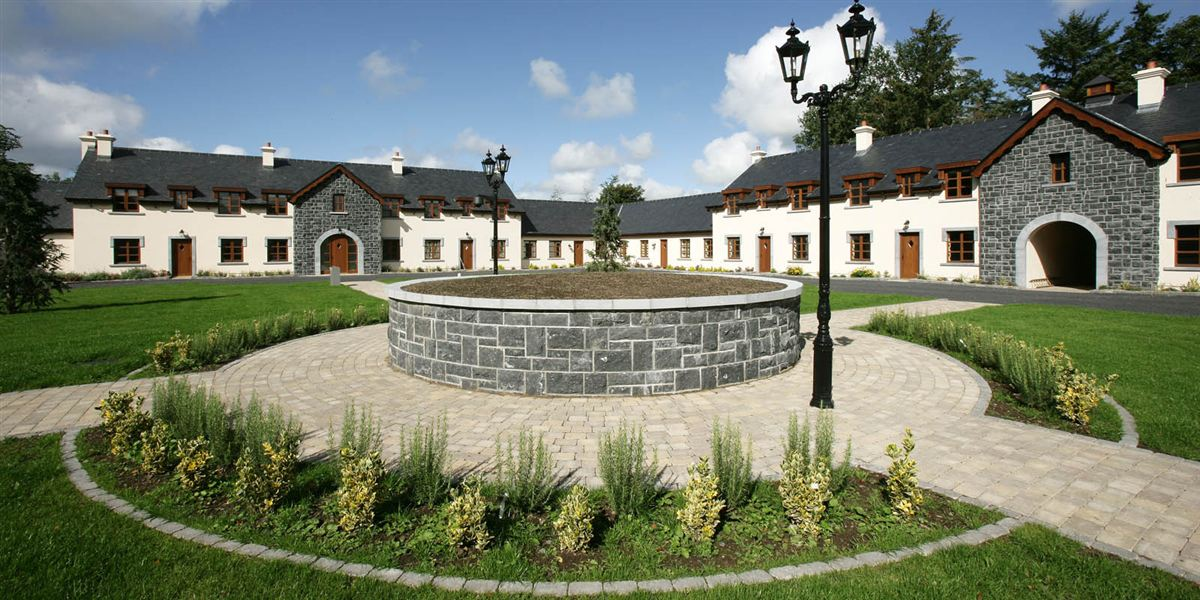 Self Catering Lodges - Courtyard